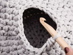 Tutoriel DIY: Crocheter un panier pour chat en trapilho via DaWanda.com
