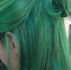 Yeşil saç rengi modeli ile sıradışı güzel renk eldesi   Kadınca Fikir - Kadınca Fikir