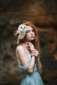 Redhead with owl - photo: Marketa Novak modelka: Kristyna Schwarzova Fantasy Photography, Portrait Photography, Fotografie Portraits, Owl Photos, Pose Reference Photo, Fine Art, Oeuvre D'art, Painting Inspiration, Les Oeuvres