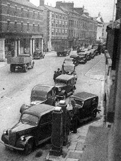 Queueing for petrol on Washington Street Cork City Ireland, Crochet Hat With Brim, Ireland Homes, Washington Street, World History, Old Photos, 1920s, Project Ideas, Beautiful Places
