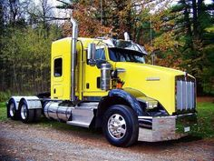 a very nice an yellow with black fenders an outside air cleans an dual side stacks, PERFECTION Heavy Duty Trucks, Big Rig Trucks, Semi Trucks, Cool Trucks, Kenworth T800, Kenworth Trucks, Peterbilt, Custom Big Rigs, Custom Trucks