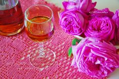 IL LABORATORIO DI MARINA: ΛΙΚΕΡ ΤΡΙΑΝΤΑΦΥΛΛΟ // LIQUORE DI ROSA (ROSOLIO) Marmalade, Alcoholic Drinks, Recipies, Homemade, Glass, Greek, Pink, Lab, Kitchens