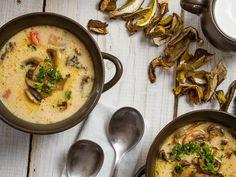 Mushroom Soup with Chevin and Thyme Toast Ukrainian Recipes, Russian Recipes, Healthy Chili, Mushroom Soup Recipes, Tailgate Food, Xmas Food, Tasty Dishes, Food Hacks, Real Food Recipes