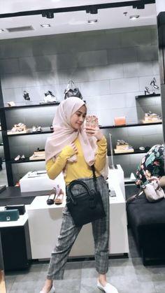 Modern Hijab Fashion, Street Hijab Fashion, Hijab Fashion Inspiration, Muslim Fashion, Ootd Fashion, Fashion Outfits, Hijab Teen, Girl Hijab, Casual Hijab Outfit