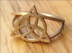 the triquetra ring