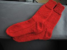 Sokken breien op grootmoeders wijze (deel 2/2) New Chic, Knitting Socks, Knitting Projects, Knitting Ideas, Mittens, Knit Crochet, Projects To Try, Textiles, Quilts