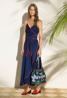 Tory Burch Resort 2017 Fashion Show Collection: See the complete Tory Burch Resort 2017 collection. Look 10 Fashion Week, Fashion 2017, Love Fashion, Runway Fashion, High Fashion, Fashion Show, Fashion Dresses, Fashion Looks, Womens Fashion