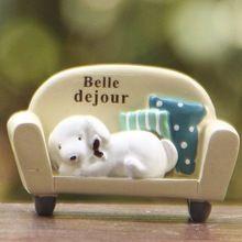 Lindo perro que duerme en el sofá de jardín de hadas miniaturas gnomes musgo terrariums artesanías para la decoración del hogar regalo accesorios(China (Mainland))