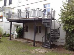 """Terrassenanbau - hinterher: Das Haus hat einen zusätzlichen """"Raum"""" bekommen - der Weg zum Garten schnell über eine Spindeltreppe erreichbar!"""