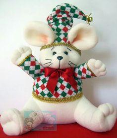 Raton navideño Christmas Stockings, Christmas Ornaments, Christmas Ideas, Diy Pallet Projects, Fabric Dolls, Sewing Crafts, Dinosaur Stuffed Animal, Teddy Bear, Toys