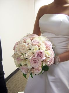 Elizabeth Wray Design- Round white and pale pink roses