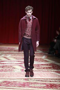 Missoni Fall-Winter 2015/16 Menswear Collection - Sfila a Milano Moda Uomo il romantico viaggiatore di Missoni per la collezione Autunno-Inverno 2015/16. - Read full story here: http://www.fashiontimes.it/2015/01/missoni-fall-winter-201516-menswear-collection/