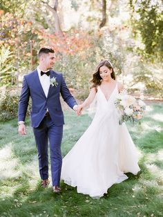 Effortless California Wedding Style in Navy and White