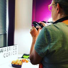 #abricocorico Quelle mise en scène @anne_helene_de_bzh va-t-elle choisir pour mettre en valeur sa belle recette de salade fraîcheur ? 😋 #abricot #été #instafood #instagood #instapic Instagram, Fresh Fruits And Vegetables, Staging, Strawberry Fruit, Atelier, Recipe