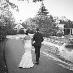 Wedding at Nestleton Waters Inn for romantic summer wedding by Heather Prosser Photography  .Ashley and Jeffery got married!!! The most perfect day for their weddings! Blue skies, summer sun, birds singing, family and friends all around at the gorgeous @nestletonwatersinn ! They did a First Look and so the got to enjoy cocktail hour with everyone Toronto Photography, Image Photography, Blue Skies, Summer Sun, Got Married, Summer Wedding, Singing, Cocktail, Birds