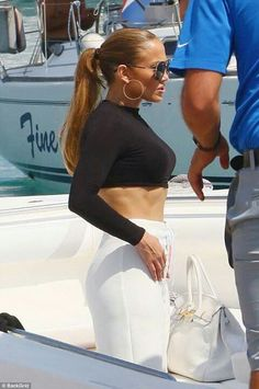 Jennifer Lopez flashes her washboard abs in a crop top and coulottes Jennifer Lopez, Jen Lopez, J Lo Fashion, Beautiful People, Beautiful Women, Celebs, Celebrities, Girl Crushes, My Idol