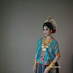 Traditional Clothes, Modern Traditional, Indonesian Wedding, Wedding Inspiration, Style Inspiration, Kebaya, Fashion Sketches, Women's Fashion, Fashion Trends