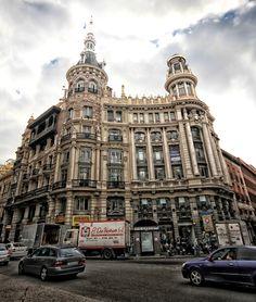La casa Allende y el edificio Meneses