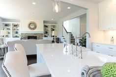 Want stone fireplace with white trim above White Countertops, Quartz Countertops, Kitchen Countertops, Luxury Kitchens, Home Kitchens, Modern Kitchens, Rockford Homes, Cottages By The Sea, Kitchen Upgrades