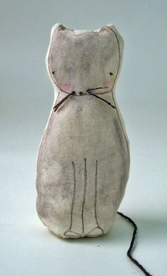 hutch studio:  reminds me of my moms old wind up cat that played brahms lullaby.