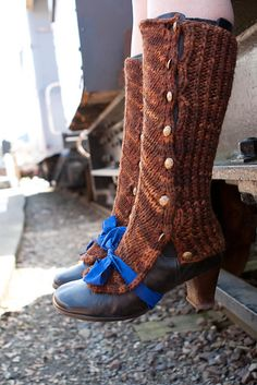 These knitted spats are adorable. From a Steampunk knitting book: Needles and Artifice. Steampunk Shoes, Steampunk Accessories, Steampunk Fashion, Steampunk Clothing, Knitting Books, Knitting Projects, Knitting Patterns, Pdf Patterns, Steam Punk