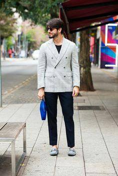 Inspiração de look para homens com blazer de abotoamento duplo cinza, calça  preta e mocassim cinza Tod s. Bob Mat · Kadu Dantas   THE STREET STYLE  EXPERT c2dc029832a
