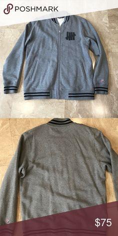 c15a061f5c70 Men s Undefeated zip up sweatshirt Lightly worn