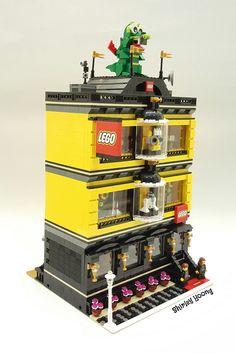 Incredible custom Modular has an amazingly detailed LEGO store sprawling across 3 floors Custom Modular features amazingly detailed LEGO store sprawling across 3 floors Lego Store, Casa Lego, Modele Lego, Lego Furniture, Lego Craft, Lego Modular, Lego Room, Cool Lego Creations, Lego Worlds