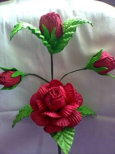 Resultado de imagem para arranjos de flores de eva lirio Pretty Roses, Handmade Flowers, Diy And Crafts, Wreaths, Christmas Ornaments, Holiday Decor, Plants, Videos, Summer Flowers
