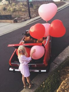LOVE this photo! Grab your besties and go this Galentine's Day! And a couple heart balloons on the way!