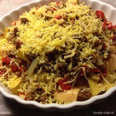 Wat moet je doen? Snij de groenten in kleine stukjes. Bak het gehakt gaar en voeg de groentjes en gehaktkruiden toe. Verdeel de tortillachips in de ovenschaal, bedek met plakes cheddar, doe daar ov…