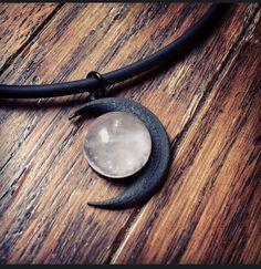 Black Moon und Rosenquarz Halskette von KRUELINTENTIONS auf Etsy