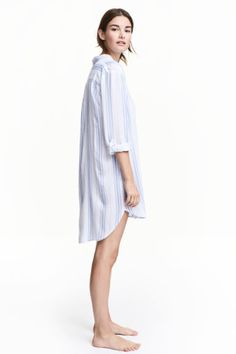 Viscose nightshirt: Long nightshirt in a soft, patterned viscose weave with notch lapels, a chest pocket, buttons down the front and at the cuffs, long sleeves with a tab and button and a rounded hem. Slightly longer at the back.