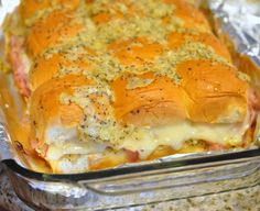 Ham sandwich melts made with Hawaiian Sweet Rolls! Ham sandwich melts made with Hawaiian Sweet Rolls! Ham sandwich melts made with Hawaiian Sweet Rolls! I Love Food, Good Food, Yummy Food, Yummy Yummy, Hawaiian Roll Ham Sandwiches, Mini Sandwiches, Hawaiian Sliders, Hawaiin Roll Sliders, Appetizer Sandwiches