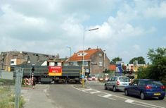 Een locomotief op de Ponlijn passeert de overweg in de Leusderweg. Diesel Locomotive, Was, My Town, The Province, Utrecht, Netherlands, City, Nostalgia, The Nederlands
