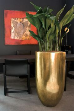 Glossy bloempot Pandora in bladgoud of bladzilver, onyx zwart en wit. Tall Vase Decor, Floor Vase Decor, Vases Decor, Large Flower Arrangements, Flower Vases, Flower Pots, Flowers, Plantas Indoor, Contemporary Home Furniture