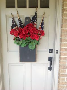 20 The best deco ideas for the veranda on July to spread the patriotic splendor on your porch – Hike n Dip Fourth Of July Decor, 4th Of July Decorations, 4th Of July Party, July 4th, Memorial Day Decorations, 4th Of July Wreaths, Patriotic Crafts, July Crafts, Holiday Crafts