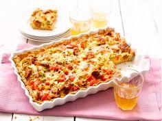 Pikantti chorizo sopii erinomaisesti suolaisen piirakan täytteeksi. Tämä piirakka sopii esimerkiksi tupaantuliaisiin tai illanistujaisiin raikkaan salaatin kanssa tarjottuna.