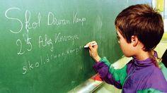 Le succès des langues régionales à l'école - Les langues les plus recherchées sont: l'alsacien (73.000 élèves), l'occitan (62.000 élèves), le breton (35.000 élèves), le corse (34.000 élèves), le créole (17.000 élèves), le basque (14.000 élèves), le catalan (13.000 élèves) et le tahitien (13.000 élèves). Mais même le dialecte francique de Moselle, les langues mélanésiennes (4000 élèves, chacun), le gallo (environ 500 élèves), le flamand occidental (dans le primaire), sont enseignés.