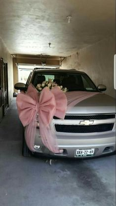 Are you looking for ideas to decorate your wedding car? There are many wedding car decoration ideas that you can find out. Here we have selected a number of beautiful wedding car decoration photos to enrich your inspirations when decorating your car. Wedding Cards, Diy Wedding, Wedding Events, Handmade Wedding, Wedding Table, Wedding Blog, Weddings, Bridal Car, Wedding Stage Decorations