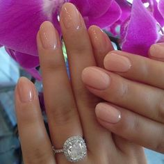 Simple, yet so sweet! We love these nude nails for your wedding day. And look at that #blingbling ! Neutral, Fun Nails, Hair Color, Engagement Rings, Ideas, Rings For Engagement, Haircolor, Engagement Sets, Funny Fails
