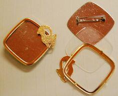 Glasmalbrosche 7500V.G.04 Widder, vergoldet, Rahmen ca. 38x38mm