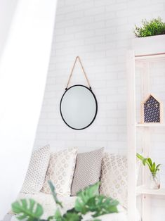 interieur kleine woonkamer How To Use Mirrors for Interior Design Home Improvement, Decor, Home Accessories, Diy Home Decor, Interior, Scandinavian Interior, Bedroom Design, Home Decor Styles, Home Decor