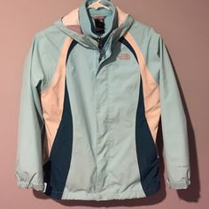 The North Face Girls Winter Jacket w/Lining L14-16 The North Face Girls Turquiose Winter Parka with Fleece Lining Jacket. Size L 14-16. Hooded. Zip Front. Nice! No trades. Freshly washed The North Face Jackets & Coats