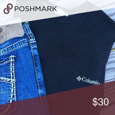 🌟30% BUNDLE SALE🌟 Black Columbia sweatshirt Black sweatshirt 🌟 Says Columbia on the front 🌟 plain back 🌟 very comfy 🌟 thick waistband  🌟 no fading 🌟 pet/smoke free home Columbia Tops Sweatshirts & Hoodies