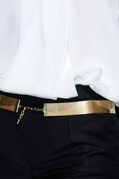 I just love the gold belt. It gives the outfit a punch...