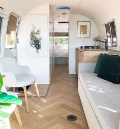 After four months and endless hours of work, our second Airstream is finally ready. This is our dream unit so we put a lot of energy in…