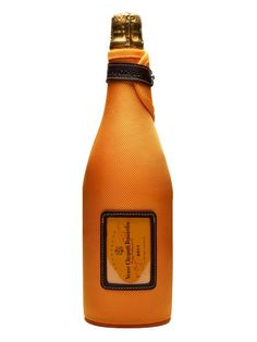 Veuve Clicquot's best selling yellow label champagne presented in an ice jacket to keep your bottle cold.  A blend of around 50% Pinot Noir, 20% Pinot Meunier and 30% Chardonnay, this is consistent...