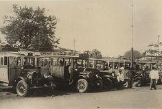 Bus-station te Batavia 1931.