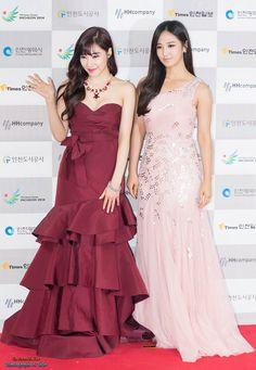 6 Photos Reveal Girls Generation Tiffany's Sexy Red Carpet Dress Kpop Fashion, Korean Fashion, Girl Fashion, Fashion Outfits, Tiffany Hwang, Snsd Tiffany, Girls' Generation Tiffany, Girls Generation, Music Waves